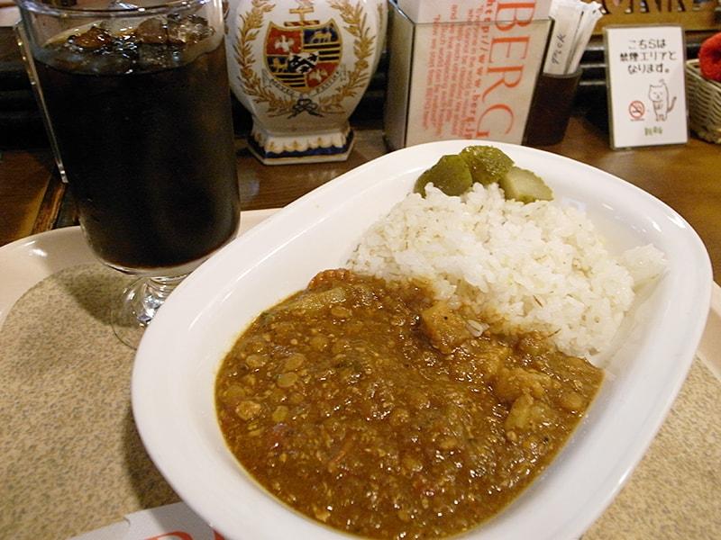 五穀米と十種野菜のカレー ¥518、水出しアイスコーヒー ¥270