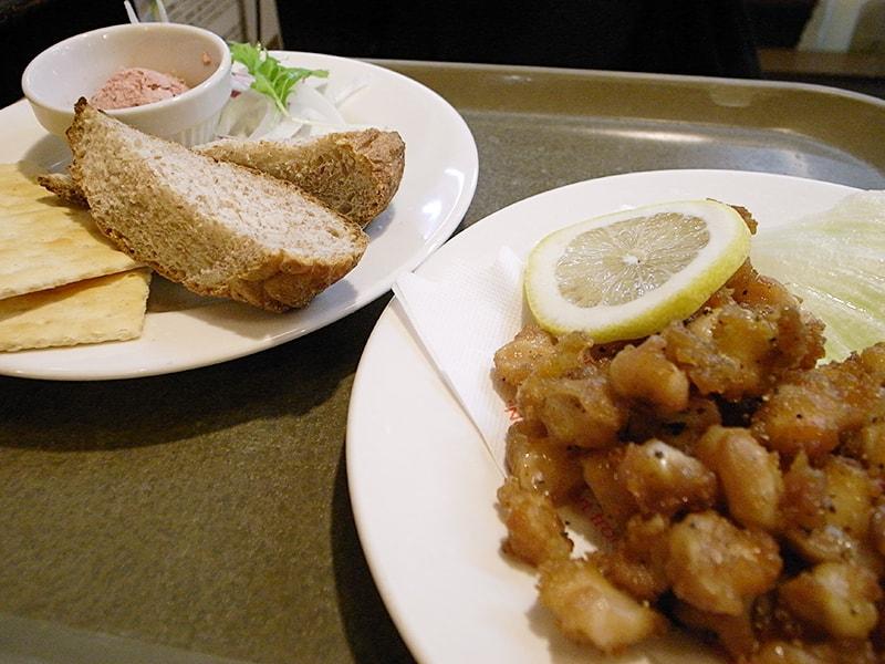 レバーハーブパテ ¥389、鶏のナンコツ揚げ ¥378